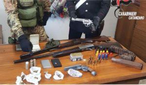 Chiaravalle – Armi e droga nascosti in una zona di campagna, carabinieri scoprono un arsenale