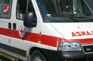 Scontro tra due auto sulla Statale 18, 4 feriti