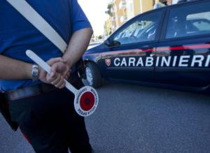 Tenta di corrompere con 50 euro i carabinieri dopo un'infrazione, arrestato