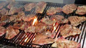 Carne molto cotta aumenta il rischio di ipertensione arteriosa, nel mirino degli scienziati la carne alla griglia