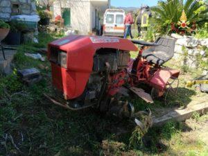 Isca – Gambarimane incastrata tra le zappette di un motocoltivatore, persona soccorsa dai VdF