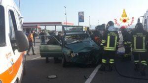 Scontro tra due auto sulla Ss 106, un morto ed un ferito