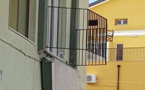 Catanzaro Lido – Crolla balcone con 5 persone, feriti portati in ospedale