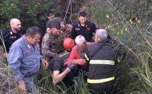 Trovato in un dirupo 82enne scomparso, salvato da carabinieri e vigili del fuoco