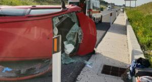 Auto sbanda e finisce fuori strada, conducente trasportato in elisoccorso in ospedale