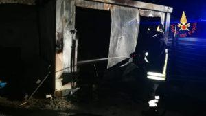 Container in fiamme in un cantiere a Catanzaro Lido