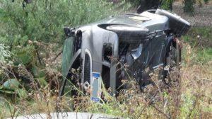 Sbanda con l'auto su un rettilineo, 37enne muore sul colpo