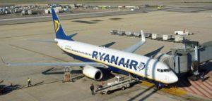 Volo Ryanair in ritardo di 10 minuti, poi però viene cancellato: addio matrimonio in Calabria