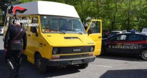 "Buca pneumatici di due scuolabus, denunciato dipendente ""infedele"""