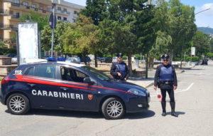 Davoli – Ruba autocarro e sfonda un cancello, 43enne arrestato