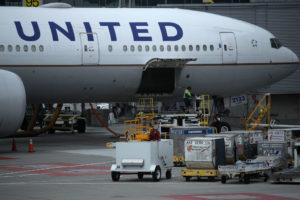 Aereo deviato e si scatena il panico, paura a bordo del volo 971 Roma-Chicago per un allarme bomba