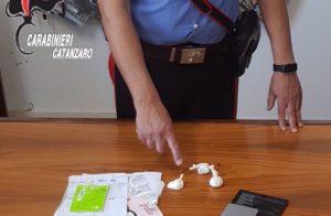 Cocaina nascosta e allaccio abusivo alla rete elettrica, coniugi arrestati