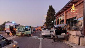 Violento impatto sulla Ss 106 a Isca sullo Jonio, due feriti