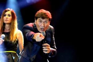 Soverato – Summer Arena, grande successo per il concerto di Gianni Morandi