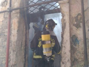 Incendio nel centro storico di Catanzaro