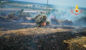 Incendio a Copanello, disagi alla circolazione sulla SS 106