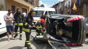 Auto si ribalta nel comune di Olivadi, ferito il conducente