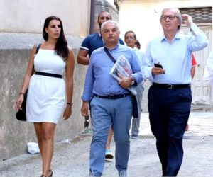 Vittorio Sgarbi visita il borgo di Santa Caterina dello Ionio