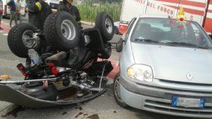 Quad si scontra con auto e si ribalta, ferito il conducente