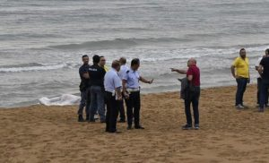 Cadavere trovato sulla spiaggia, indagini