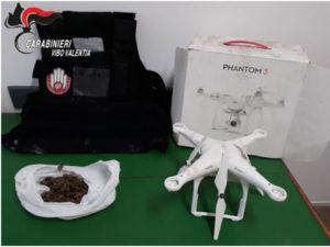 Rinvenuti e sequestrati in un casolare drone, giubbino antiproiettile e marijuana