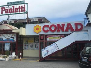 Montepaone – Donna tenta di rubare prodotti infilandoli nella borsetta, fermata