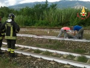 Giovane di 30 anni muore travolto da un treno