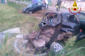 Scontro tra due auto sulla Ss 18, due feriti