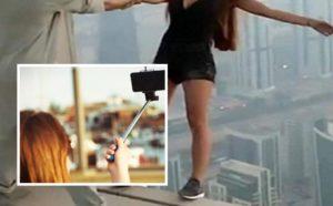 Sale su una gru per farsi un selfie ma precipita e muore a 23 anni