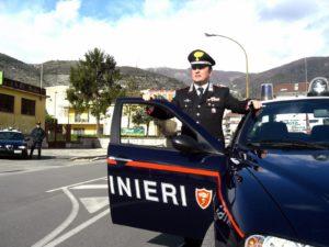 Non si ferma all'alt dei Carabinieri, inseguito finisce contro un muro