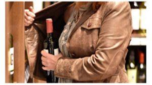Tentano furto di liquori in un negozio, due donne bloccate dai carabinieri