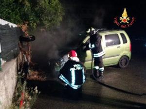 Squillace – A fuoco una Opel Agila, incerte le cause