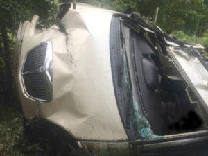Auto finisce fuori strada, muore anziano di 81 anni