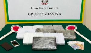 Sul traghetto con in auto 11 kg di cocaina, calabrese arrestato
