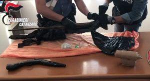 Bomba artigianale, fucili e munizioni in casa. 50enne arrestato