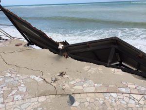 Storico Lido di Sant'Andrea Jonio distrutto dal mare nonostante l'allarme