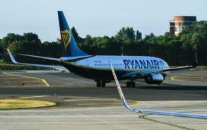 Ryanair e Wizz – Bagaglio a mano a pagamento, sospesa la nuova policy