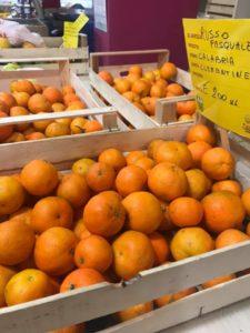 Gli agrumi calabresi spopolano nei mercati del Veneto, Lombardia, Piemonte ed Emilia