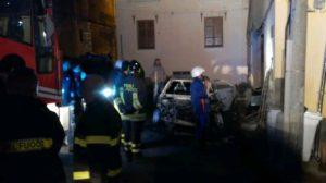 Squillace – Auto distrutta da un incendio doloso