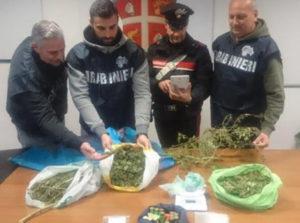 Avevano in casa droga e munizioni, intera famiglia arrestata