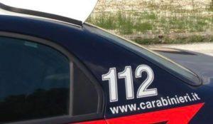 Salta dalla finestra per sfuggire ai carabinieri e finisce in ospedale, 26enne arrestato