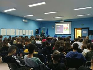Soverato, web e verifica delle fonti: lezione di Internet al Liceo Scientifico
