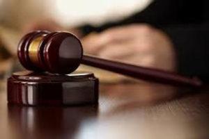 L'imputato non si fa vivo, era morto seduto sul water del Tribunale