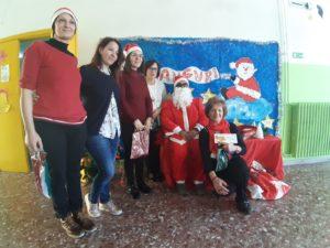 La Band di Babbo Natale e le zampogne allietano la scuola dell'infanzia di Settingiano