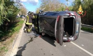 Incidente sulla Statale 106 a Badolato, tre le auto coinvolte e due feriti