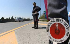 Intestazione fittizia di 200 veicoli, denunciato dalla Polstrada