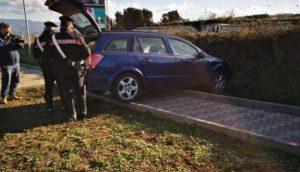 Corriere inseguito e speronato dai carabinieri, arrestato. Aveva 100 kg di marijuana