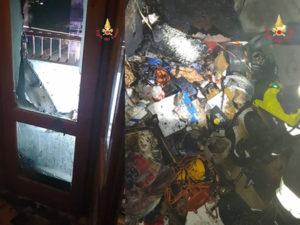 Botto di capodanno provoca incendio in un appartamento