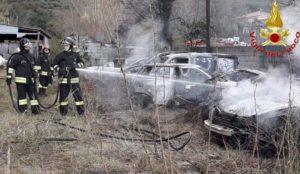 Dieci auto distrutte da un incendio