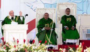 Giornata della Gioventù – I paramenti del Papa realizzati nel catanzarese
